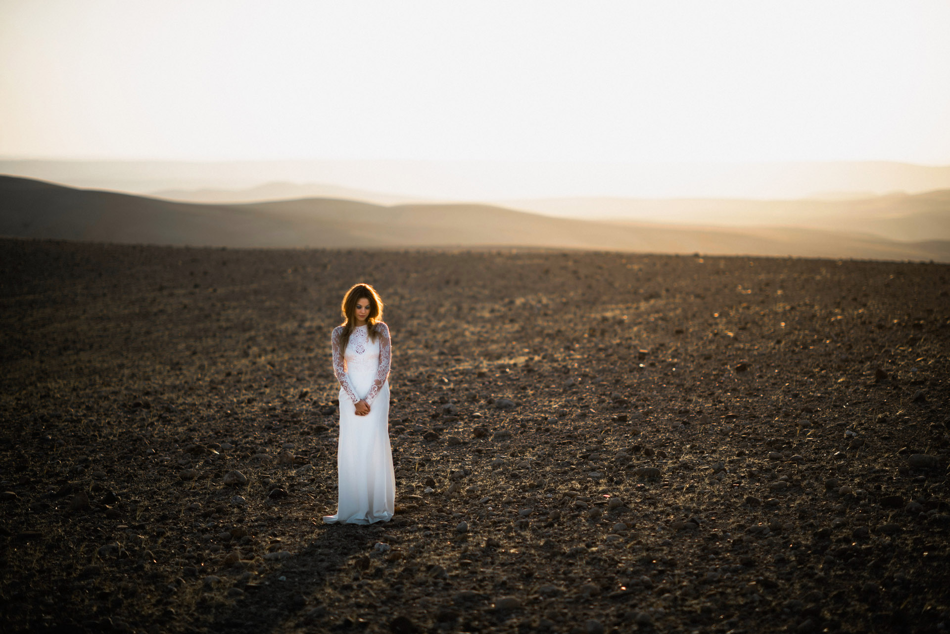 A beautiful bride in the desert of Morroco